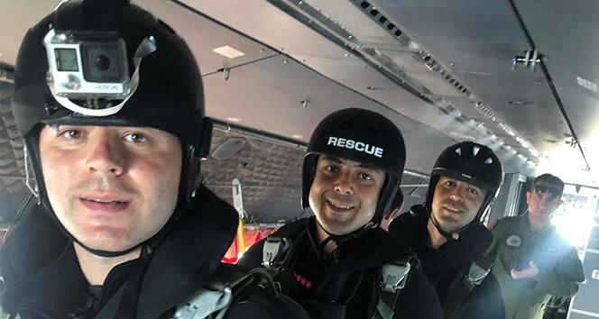 Paraşütlü Arama Kurtarma Timinin astsubayları ilk atlayışını gerçekleştirdi