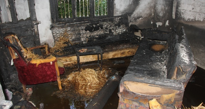 Klimadan çıkan yangın evi küle çevirdi