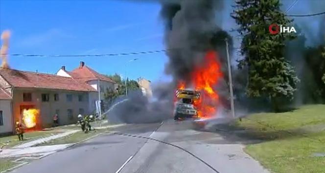 Çekya'da itfaiyeciler ölümden döndü