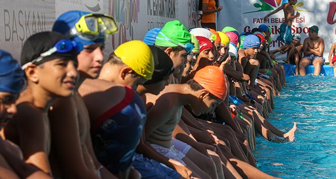 Gençlik ve Spor Bakanlığı'ndan 19 kente portatif yüzme havuzu