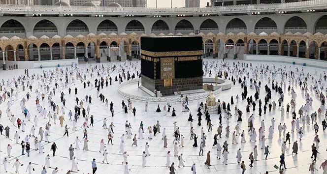 Hacılar veda tavafı için Mescid-i Haram'da