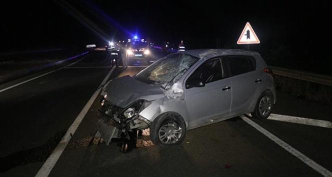 Bolu'da otomobile çarpan hafif ticari araç takla attı: 3 yaralı