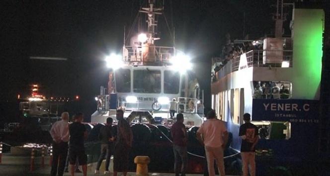 Arabalı yolcu feribotu arıza yaptı, yüzlerce yolcusu denizin ortasında mahsur kaldı