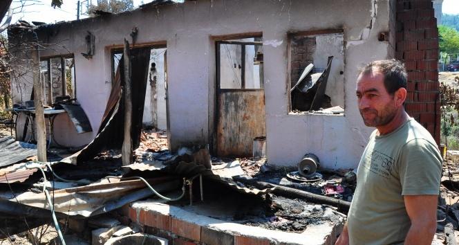 Orman yangınında evi küle döndü, gözyaşlarını tutamadı