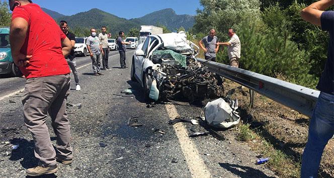 Karabük'te otomobille kamyon çarpıştı: 2 ölü, 3 yaralı