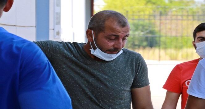 8 yaşındaki oğlu ağabeyi tarafından öldürülen babanın çaresiz duruşu