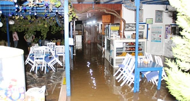 Bodrum'da ev ve iş yerlerini su bastı, esnaf isyan etti