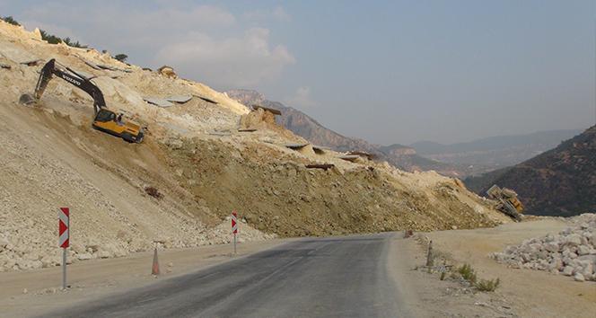 Mersin'i İç Anadolu Bölgesine bağlayan karayolu heyelan nedeniyle ulaşıma kapandı