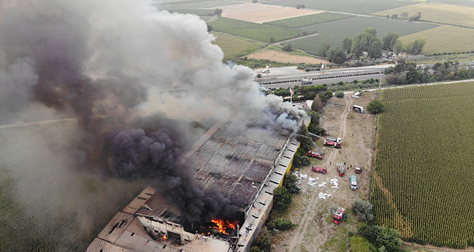 Manisa'daki mobilya fabrikasındaki yangın tamamen söndürüldü