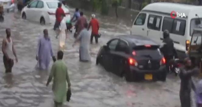 Pakistan'da muson yağışlarında bilanço artıyor
