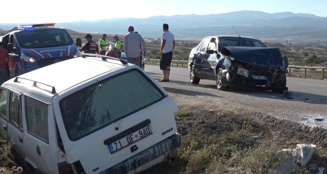 Kırıkkale'de iki otomobil çarpıştı: 5 yaralı