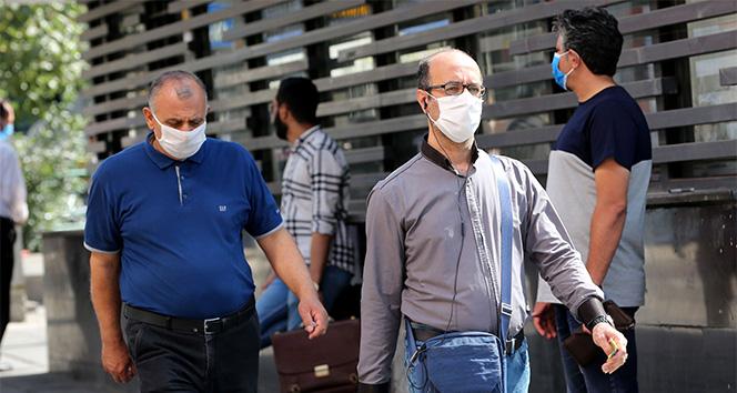 İran'da Covid-19 vaka sayısında düşüş yaşanıyor