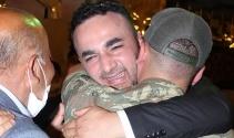 Abisinin düğününe üniformayla katılan asker, ailesini gözyaşına boğdu