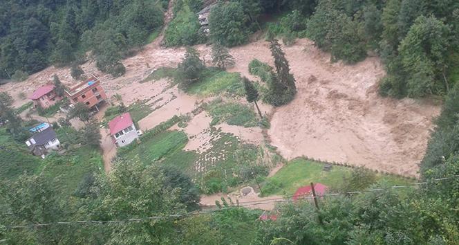 Ardeşen'in Yukarıdurak köyü selden büyük zarar gördü