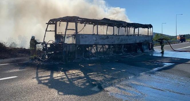 Seyir Halindeki Otobüs Alev Alev Yandı, 19 Yolcu Son Anda Kurtuldu ...