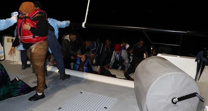 Balıkesir açıklarında 24 düzensiz göçmen yakalandı