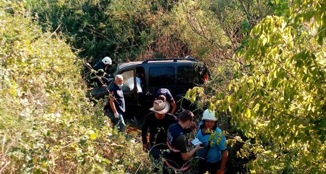 Yoldan çıkan araç dereye uçtu: 1 ölü, 2 yaralı