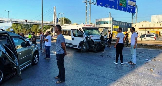 D650 karayolunda işçi servisiyle hafif ticari araç çarpıştı: 1 ölü, 2 yaralı