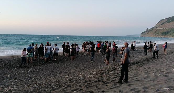 Çocukları kurtarmak isterken denize girdiler, koyda 8 kişi mahsur kaldılar