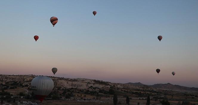 Kapadokya'da balonların gökyüzünde şenliği başladı