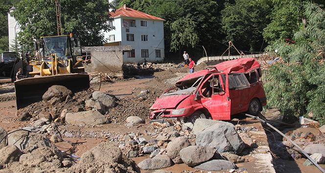 Dereli'de otoparkta bulunan araçlar sel sonrası hurdaya döndü