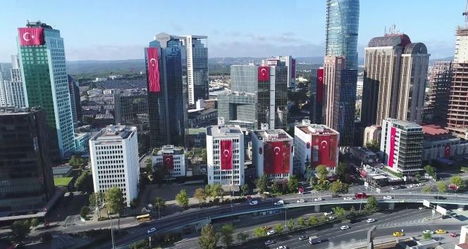 Dev Türk bayraklarıyla donatılan gökdelenler havadan görüntülendi!