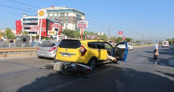 Taksiye arkadan çarpan motosikletin sürücüsü yaralandı