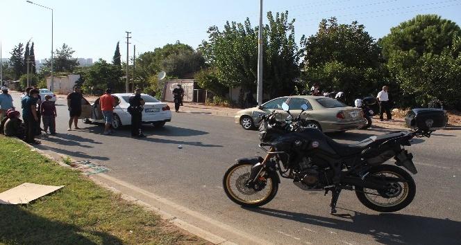 Antalya'da otomobil ile yunus timleri çarpıştı: 2 yaralı