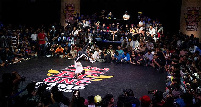 Uluslararası breakdans yarışmasının finalini Türk B-Girl zorluyor