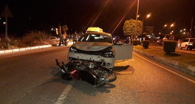 Alkollü sürücüyle kasksız motosiklet kazası 3 yaralı