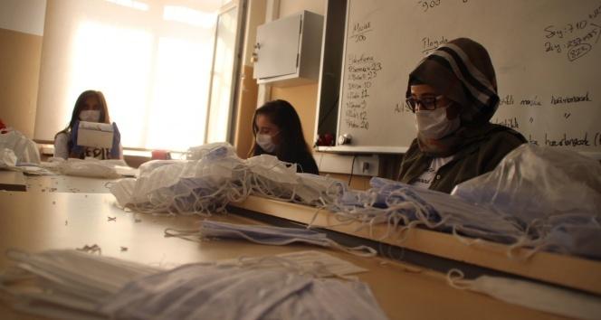 Maske fabrikası gibi okul