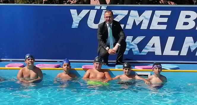 Bakan Kasapoğlu: 'Amacımız isteyen herkese yüzme öğretmek'