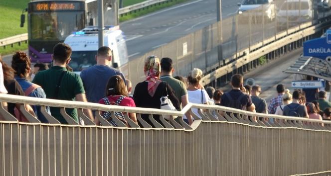 İstanbul'da toplu taşıma araçlarında yoğunluk