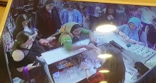 Kasiyerin dikkati, sahte para vermek isteyen kadını yakalattı