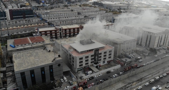 Beylikdüzü'nde bir sanayi sitesinde yangın!