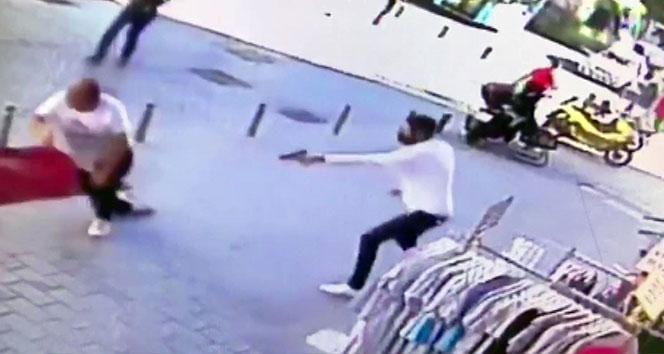 Laleli'de husumetli olduğu kişilere kurşun yağdırdı: 2 yaralı