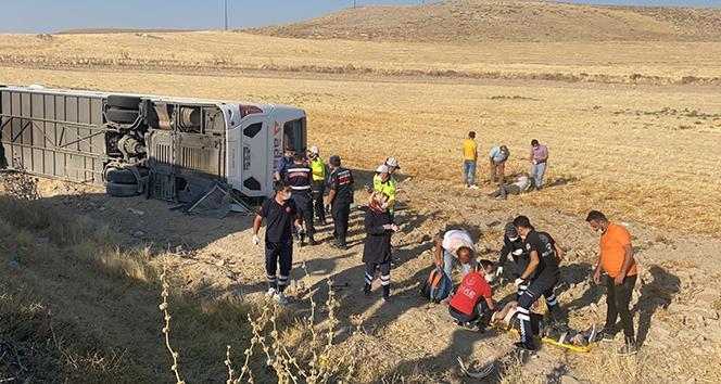 Aksaray'da yolcu otobüsü devrildi; çok sayıda yaralı var