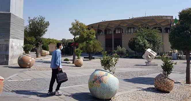 İran Sağlık Bakan Yardımcısı Herirçi: 'Ülke tamamen kırmızı seviyede'