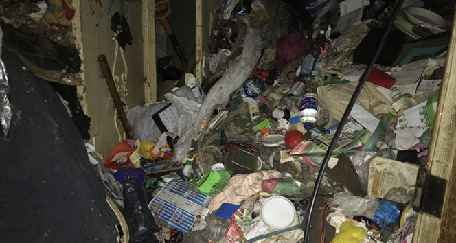 Rusya'daki çöp evde yaşlı çiftin cesedi bulundu