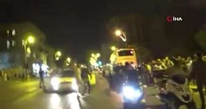 İsrail'de protestocuları araçla ezmek isteyen sürücü engellendi