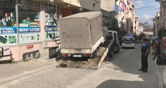 Tartıştığı zabıtanın ayağının üstünden kamyonetle geçti