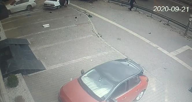 Bozulan araçlarını çalıştırmak için iterken başka araç gelip vurdu