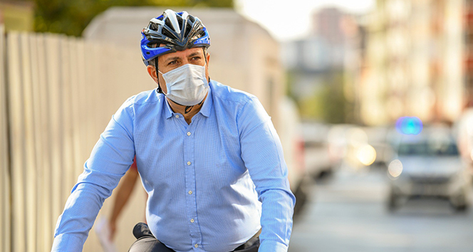 Korona virüsü atlattı, ikinci gün belediyeye bisikletle geldi