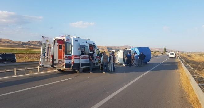 Sürücü Araçtan Fırladı Kazada 4 Kişi Yaralandı