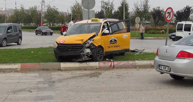 Aynı kavşakta yine kaza: 1 yaralı
