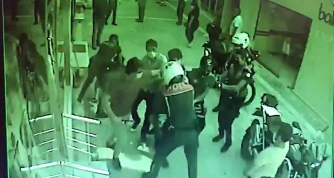 Maske denetiminde ortalık karıştı: Polis ile kimlik göstermeyen şahıslar arasında arbede