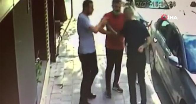 Sancaktepe'de silahlı ve bıçaklı kavga kamerada