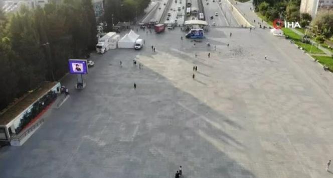 Deprem sonrası bazı meydan ve parklar drone ile görüntülendi