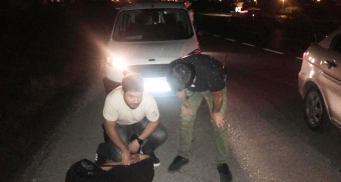 150 bin TL'sini aldıkları vatandaşın evine ikinci kez gelince yakalandılar