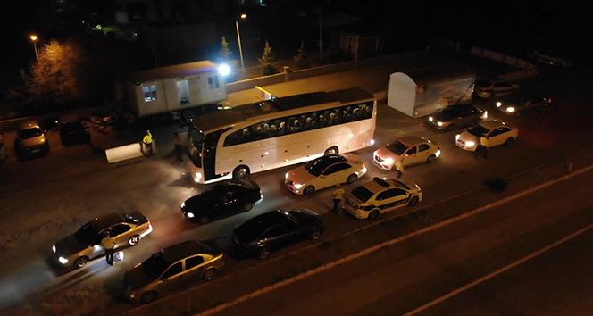 43 ilin geçiş noktasında gece yarısı 'HES kodu' denetimi: Otobüsler tek tek durduruluyor